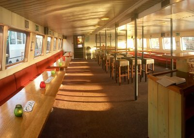 beneden-salon-partyboot-stortemelk-huren