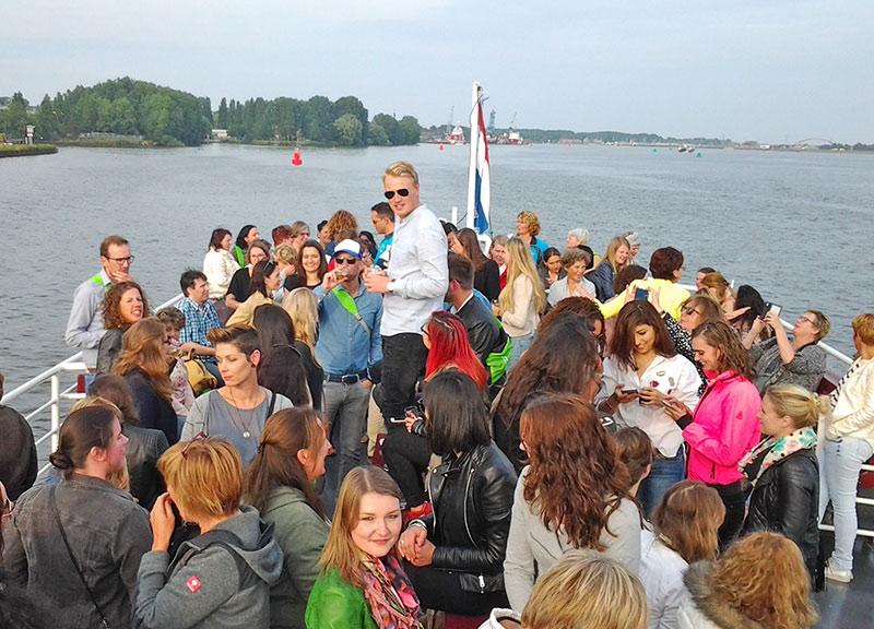 feest partyboot stortemelk