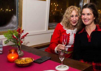 gasten aan tafel kerst