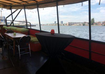 Achterdek en zijkant Independent3 partyboot amsterdam