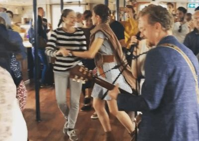 Shufflin' on a boat – Lindy Hop Party