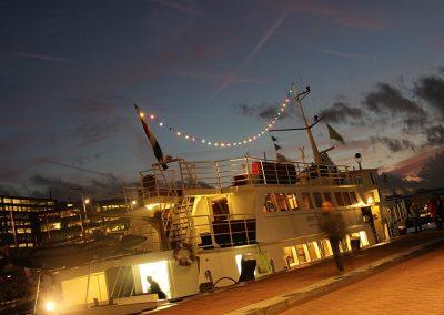 Stortemelk boot Amsterdam voor bedrijfsfeest
