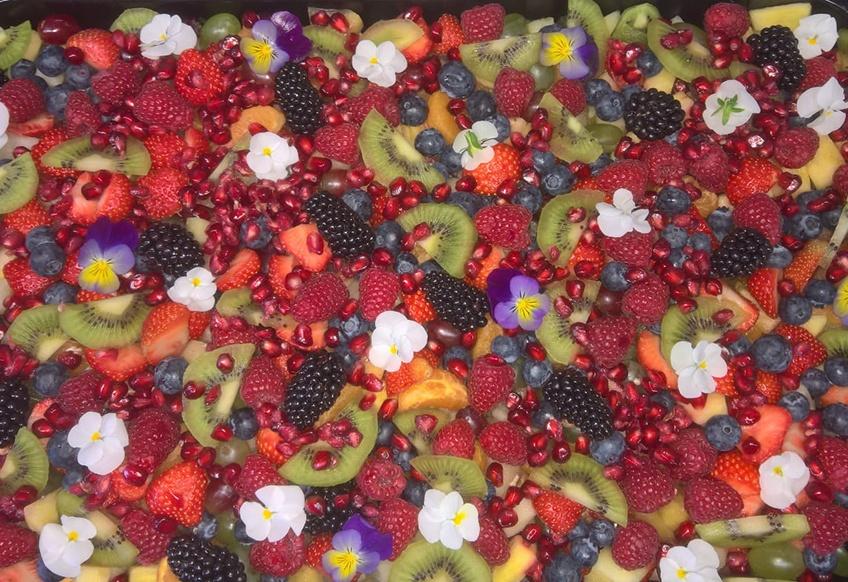 fruitsalade tijdens een boot uitje