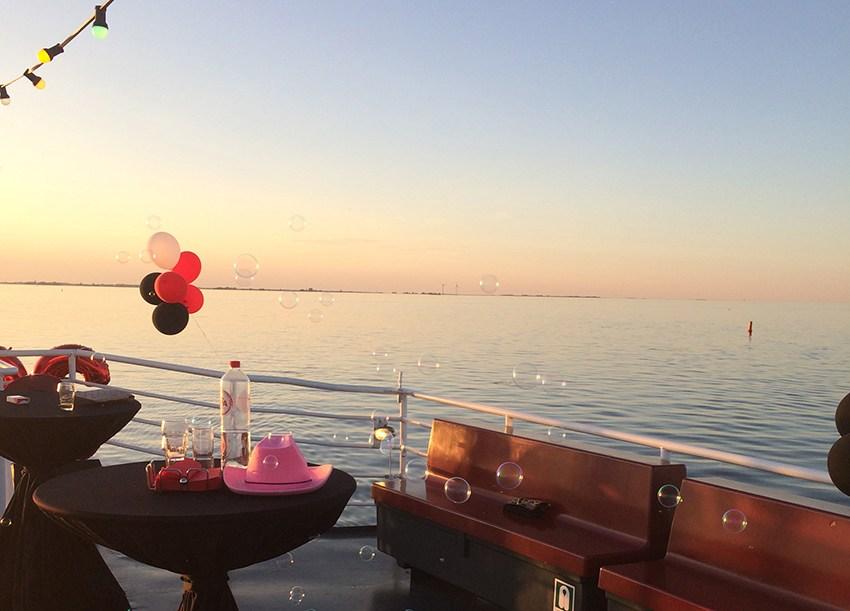 buiten trouwen op boot