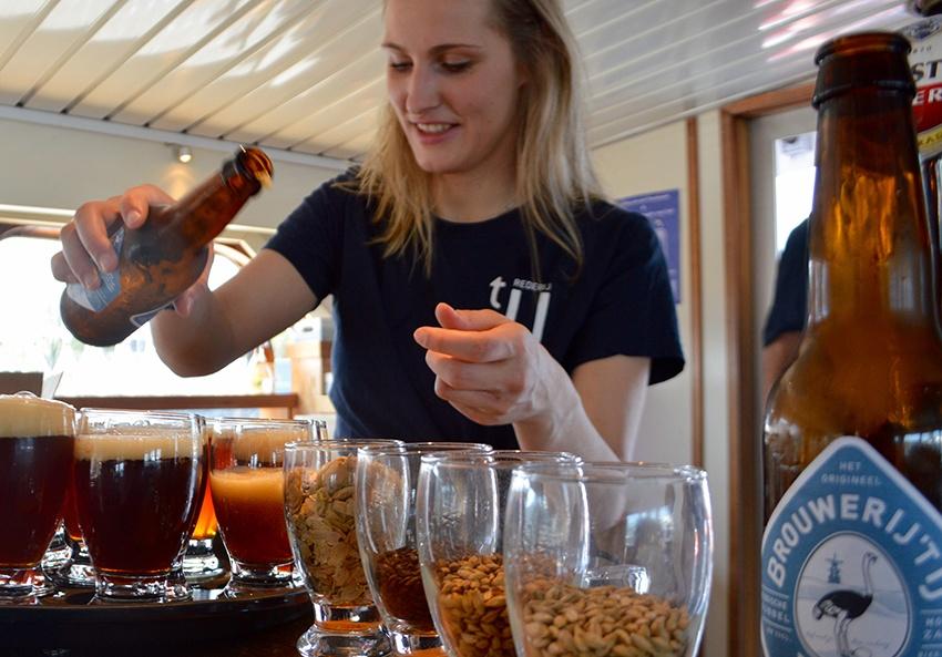 uitje bierproeverij op boot amsterdam