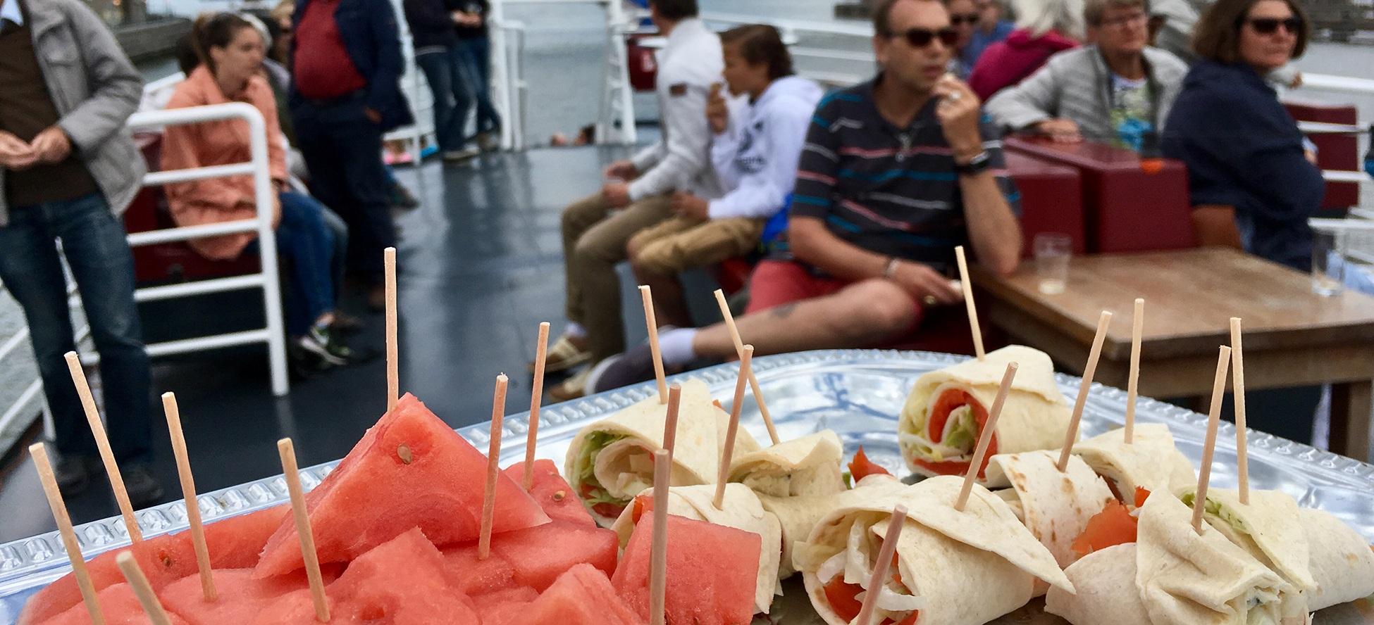 eten tijdens uitjes op onze boot